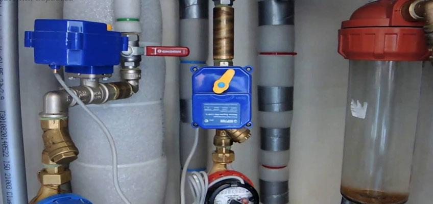 Нептун в ревизии. Два крана с сервоприводами установлены на подаче воды в квартиру.