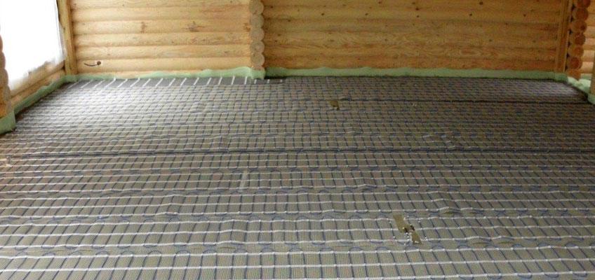Сруб, внутри помещения уложен электрический теплый пол - нагревательные маты.