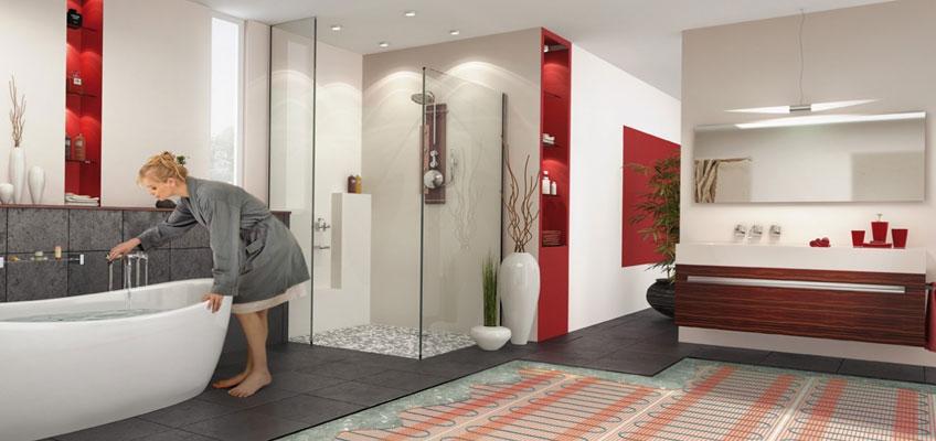 Девушка в халате возле ванной. Схематически изображен разрез пола, где показано укладку электрического теплого пола под плитку.