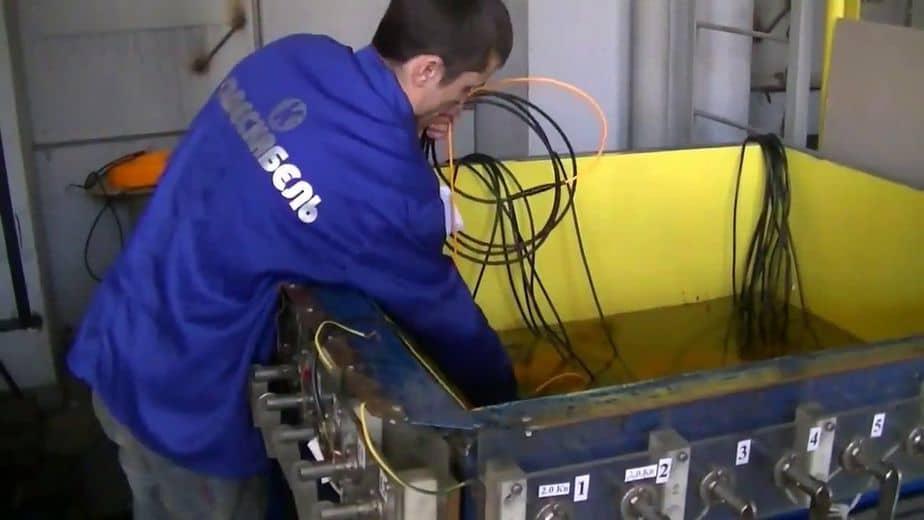 проверка продукции Woks в емкости под водой